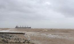 Tàu hàng cùng 20 thuyền viên mắc cạn trên vùng biển Quảng Trị