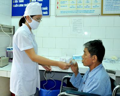 Đo chức năng hô hấp cho bệnh nhân.
