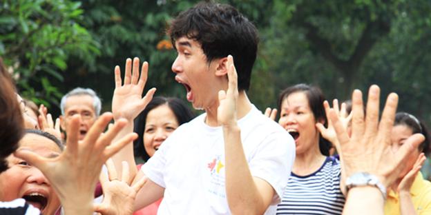 Có nguồn gốc từ Ấn Độ và mới chỉ du nhập vào Việt Nam trong khoảng hai năm trở lại đây, nhưng Yoga cười đã thu hút được sự quan tâm của đông đảo người dân Thủ đô.