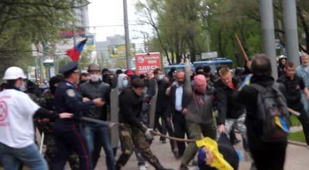 Đụng độ dữ dội tại Donetsk ngày 28/4