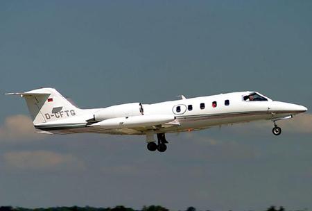 Một chiếc máy bay loại LearJet.