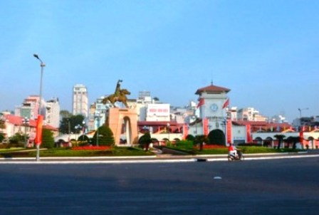 TPHCM: Di dời tượng đài trước chợ Bến Thành