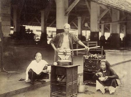 Ảnh chụp gánh hàng rong tại Chợ Lớn, cách đây 130 năm