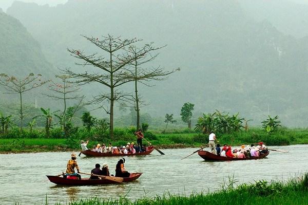 Phao cứu hộ sẽ được thả ở những vùng nước sâu tại suối Yến để đảm bảo an toàn