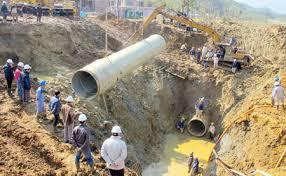 Khắc phục sự cố vỡ đường ống nước sông Đà.