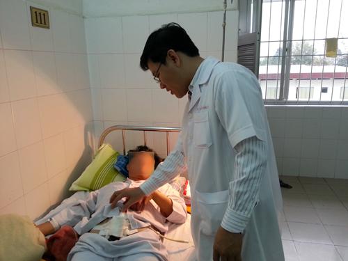 Ảnh bệnh nhân Đ. đang được điều trị tại BVĐK T.Ư Cần Thơ.(Ảnh do BVcung cấp)