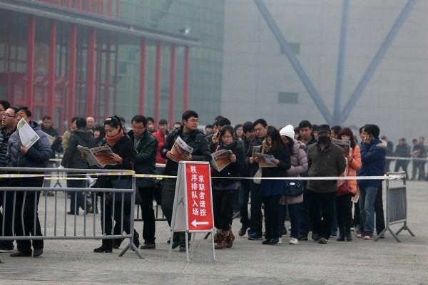 Choáng với dòng người tìm việc dài dằng dặc ở Trung Quốc 3