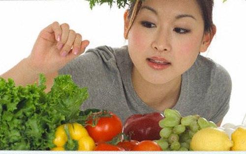 Nên chọn chế độ ăn nhiều rau xanh.