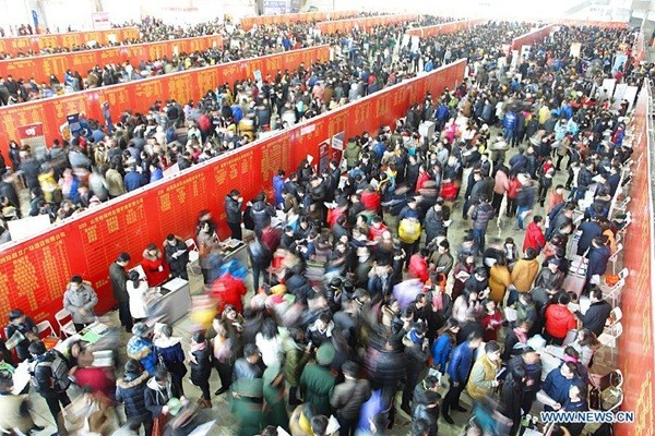 Choáng với dòng người tìm việc dài dằng dặc ở Trung Quốc 8