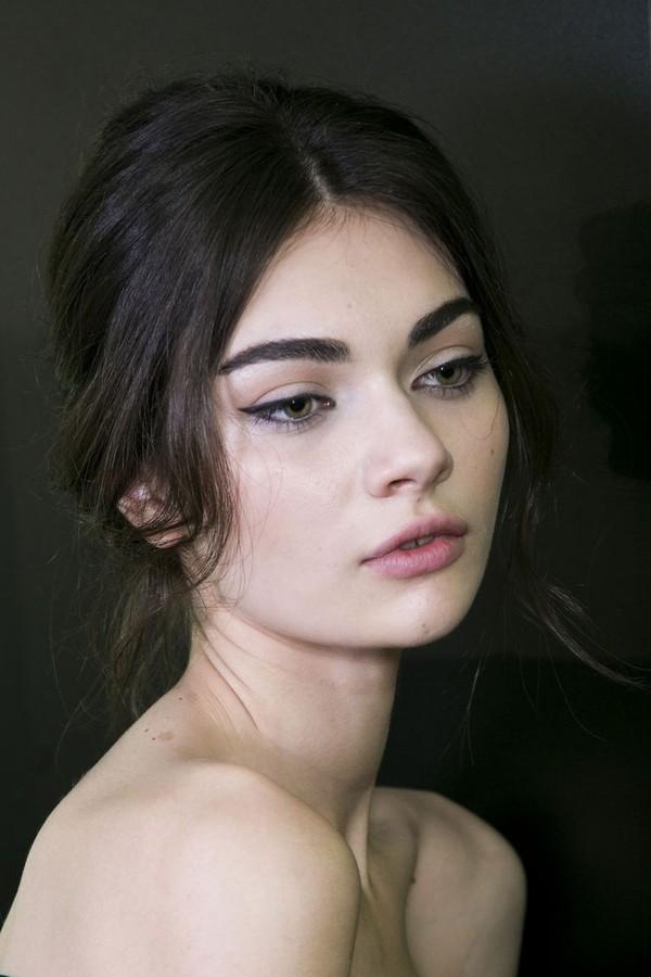 Những lỗi tạo dáng phổ biến khiến lông mày trông xấu tệ 7