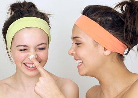 rửa mặt để da không bị nhăn