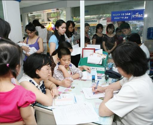 Những ngày gần đây lượng trẻ em đến các điểm tiêm chủng dịch vụ rất đông.Ảnh: TM
