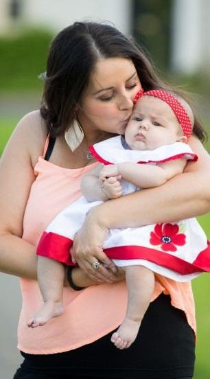 Michele Hui hạnh phúc bên bé Megan
