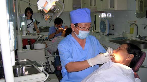 Khám răng định kỳ 6 tháng một lần, để phát hiện và điều trị sớm các bệnh răng miệng