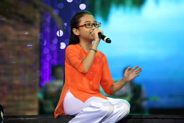 Cô bé dân ca Phương Mỹ Chi cũng là khách mời của danh ca Chế Linh trong tour diễn của ông lần này