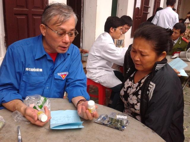 PGS. TS. Nguyễn Đức Hinh tư vấn cho nhân dân