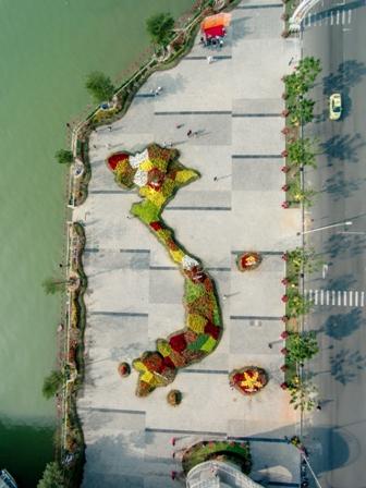 Toàn cảnh Bản đồ Việt Nam bằng hoa lớn nhất nhìn từ trên cao