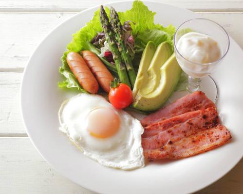 Chế độ ăn kiêng Atkins cắt giảm lượng carbohydrates, tăng cường protein có thể gây hại. Ảnh minh họa: docsopinion.