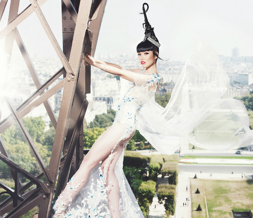 Jessica-Minh-Anh-on-the-Eiffel-8852-9128