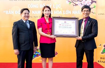 Bản đồ Việt Nam bằng hoa lớn nhất được trao chứng nhận kỷ lục