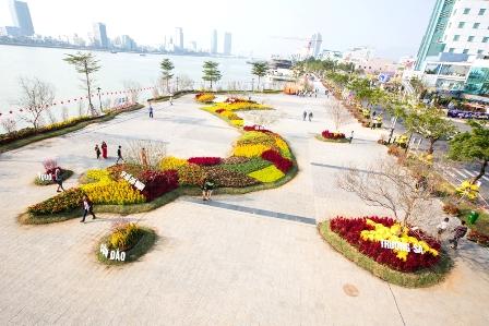 Gần 10.000 giỏ hoa các loại tạo nên bản đồ Việt Nam
