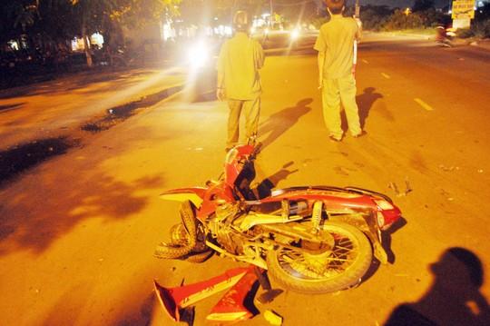 Chiếc xe máy của người đàn ông bị hư hỏng nặng, biến dạng