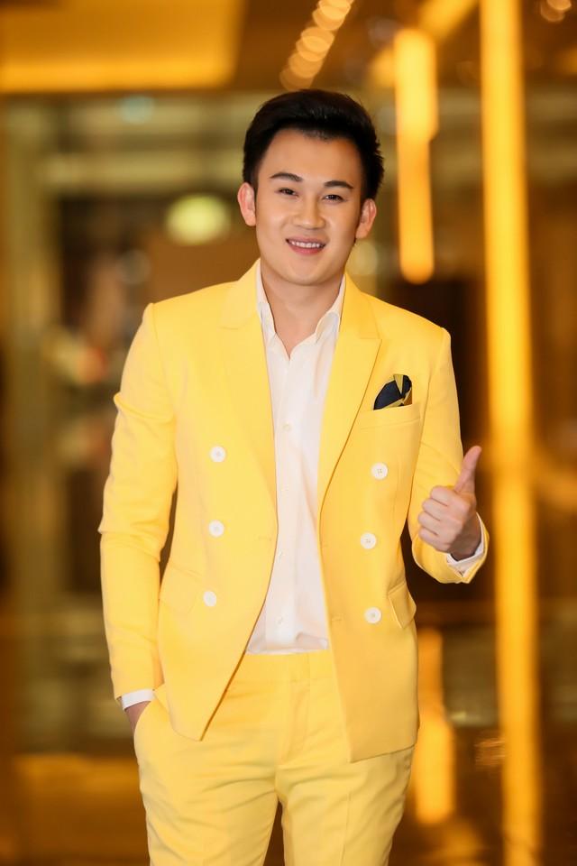 Dương Triệu Vũ sau khi đã hoàn tất các thủ tục make up.