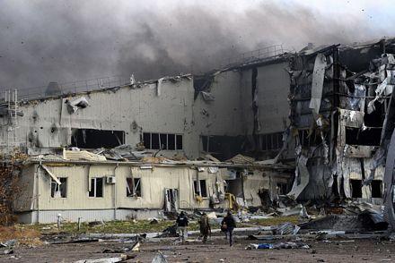 Hiện phe ly khai đã giành quyền kiểm soát sân bay Donetsk.