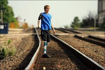 Cameron Clapp đã tham gia môn điền kinh tại Đại hội thể thao Endeavor.