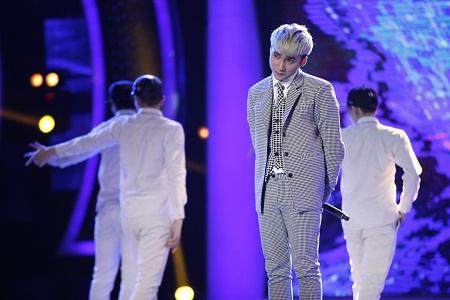 Ca sĩ Sơn Tùng M-TP được nhiều bạn trẻ yêu thích vì phong cách biểu diễn giống ca sĩ Hàn Quốc.