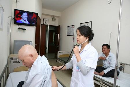 Tại nhiều BV tuyến TW người bệnh đã không còn phải nằm ghép giường khi điều trị nội trú                          Ảnh Trần Minh
