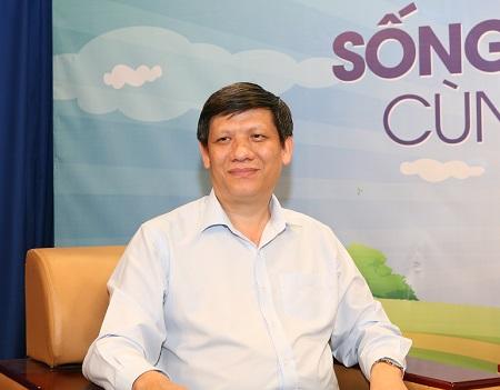 GS.TS. Nguyễn Thanh Long, Thứ trưởng Bộ Y tế giải đáp tại buổi giao lưu truyền hình trực tiếp.