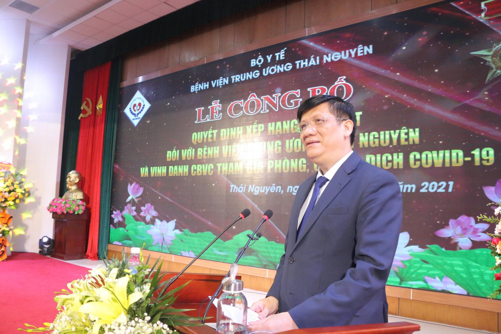Bộ trưởng Bộ Y tế trao quyết định hạng đặc biệt cho BV TW Thái Nguyên - Ảnh 1.