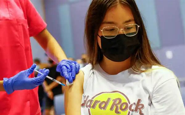 Chuẩn bị tiêm vaccine phòng COVID-19 cho trẻ từ 12-17 tuổi