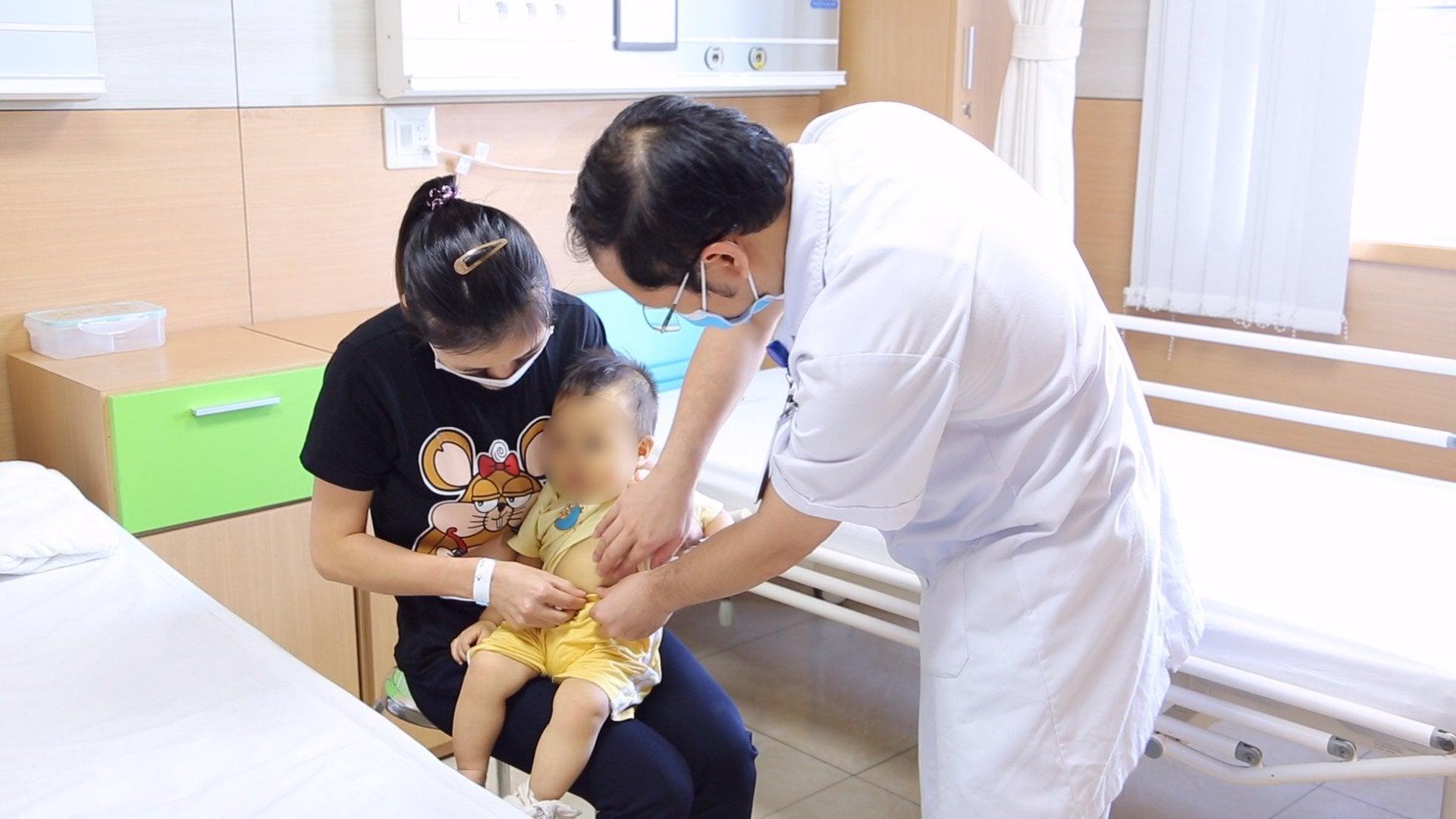 Gian nan cứu trẻ sinh cực non tháng 'bé tẹo như cái kẹo' - Ảnh 3.