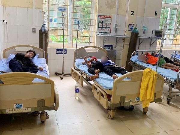 Một học sinh tử vong do ngộ độc quả hồng châu - Ảnh 1.