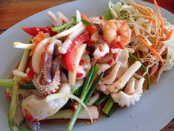 Ăn món gỏi, tái 'đã miệng', nhiều người Việt đang tự phá hủy đại trực tràng  - Ảnh 2.