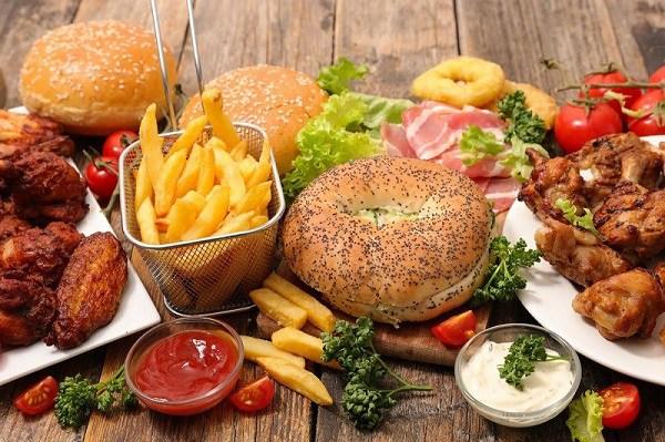 Ăn món gỏi, tái 'đã miệng', nhiều người Việt đang tự phá hủy đại trực tràng  - Ảnh 1.