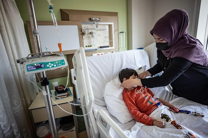 Một em nhỏ điều trị COVID-19 tại Istanbul, Thổ Nhĩ Kỳ