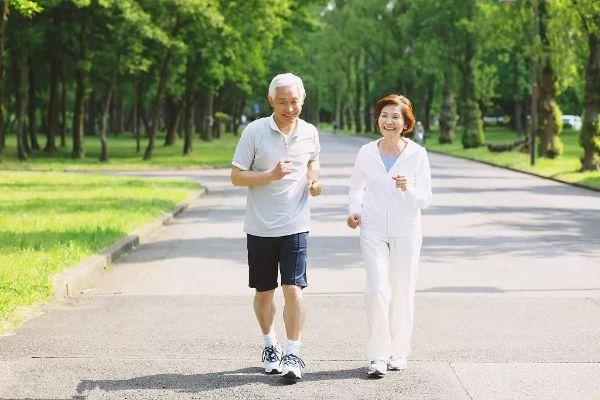 Chạy bộ nhiều lợi ích cho sức khỏe nhưng 6 nhóm người này tuyệt đối không nên chạy bộ - Ảnh 3.