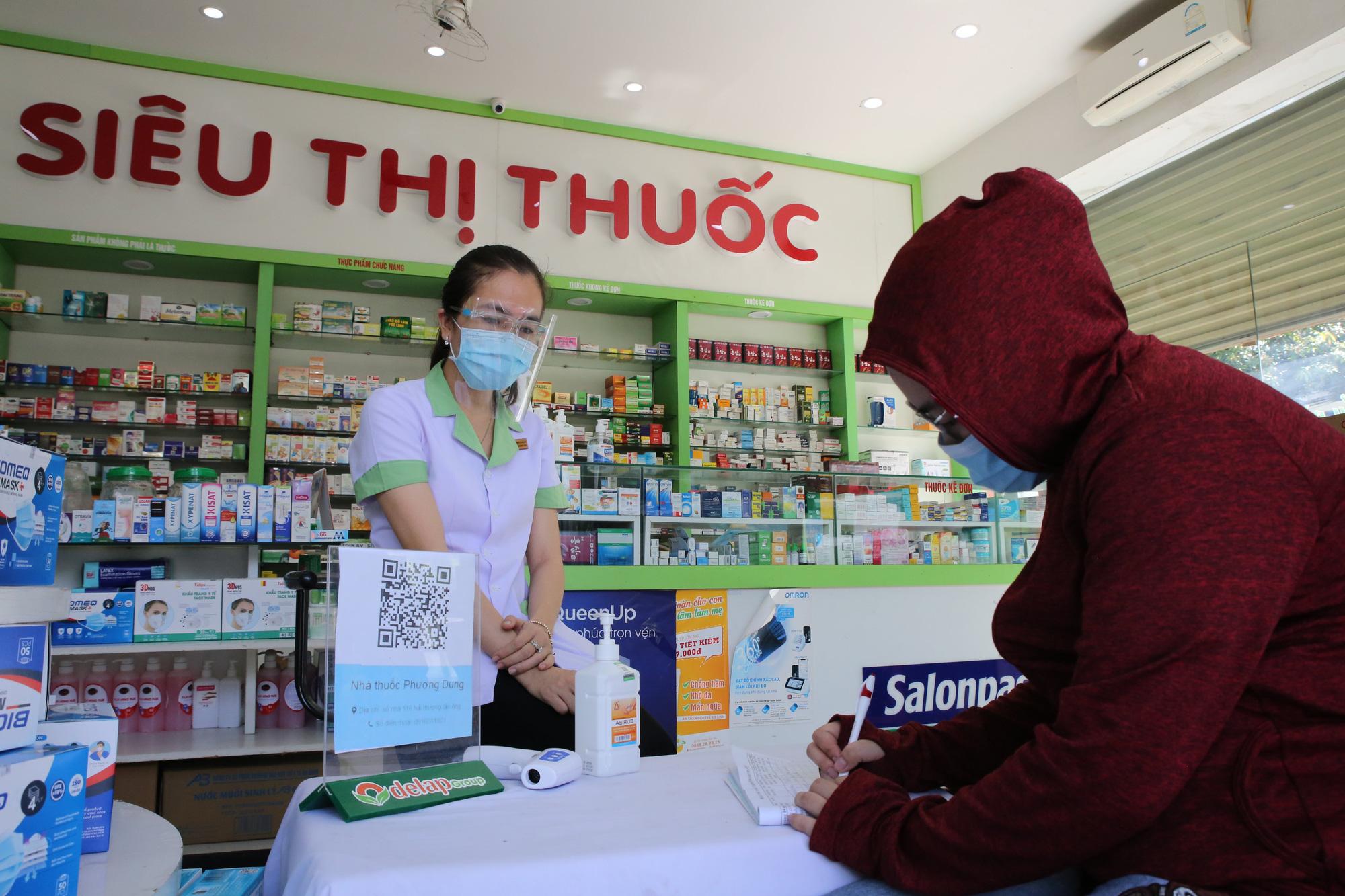 Phạt 10 cơ sở kinh doanh, bán lẻ thuốc chữa bệnh không tuân thủ các biện pháp phòng, chống dịch - Ảnh 4.