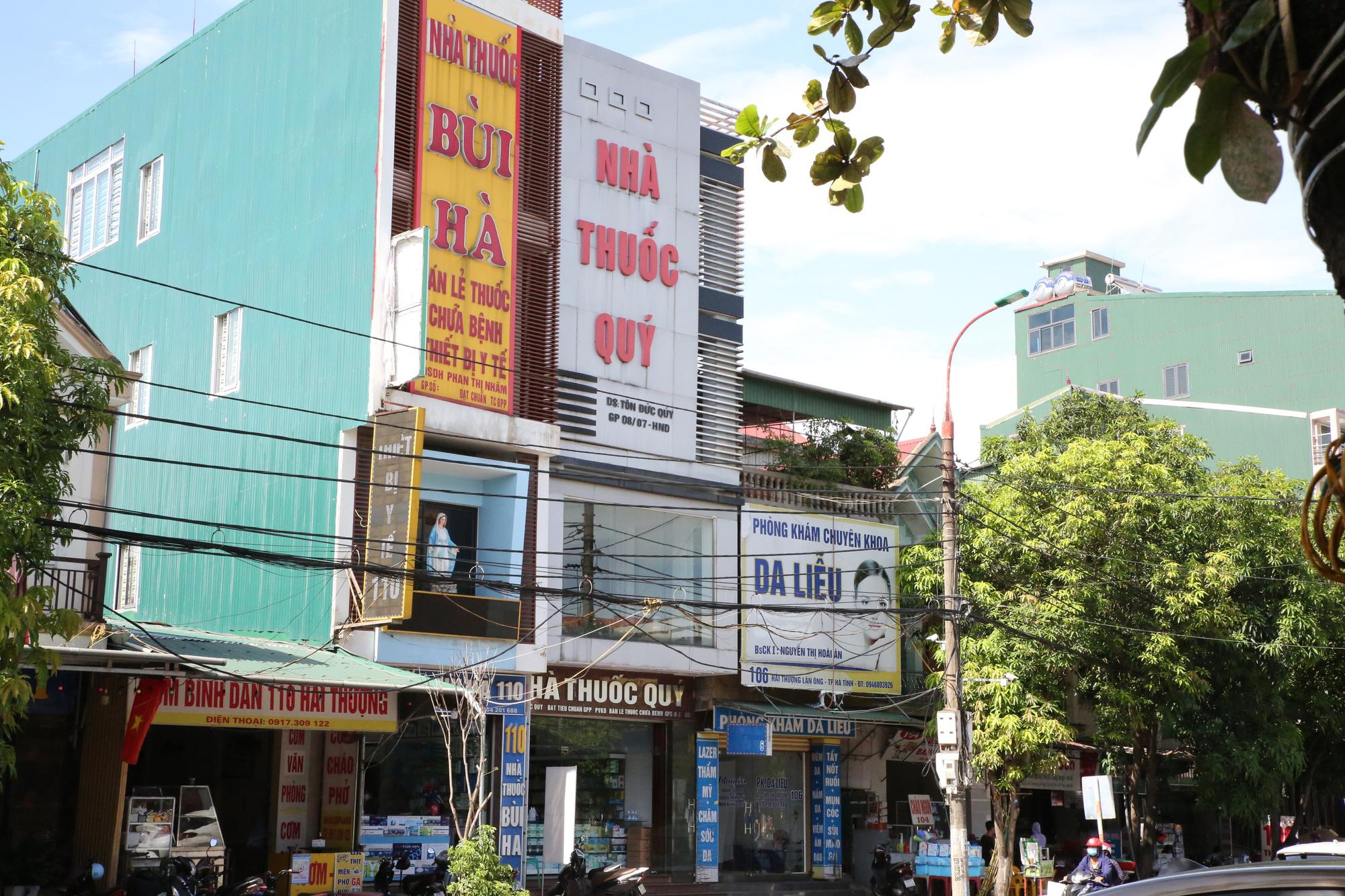 Phạt 10 cơ sở kinh doanh, bán lẻ thuốc chữa bệnh không tuân thủ các biện pháp phòng, chống dịch - Ảnh 3.