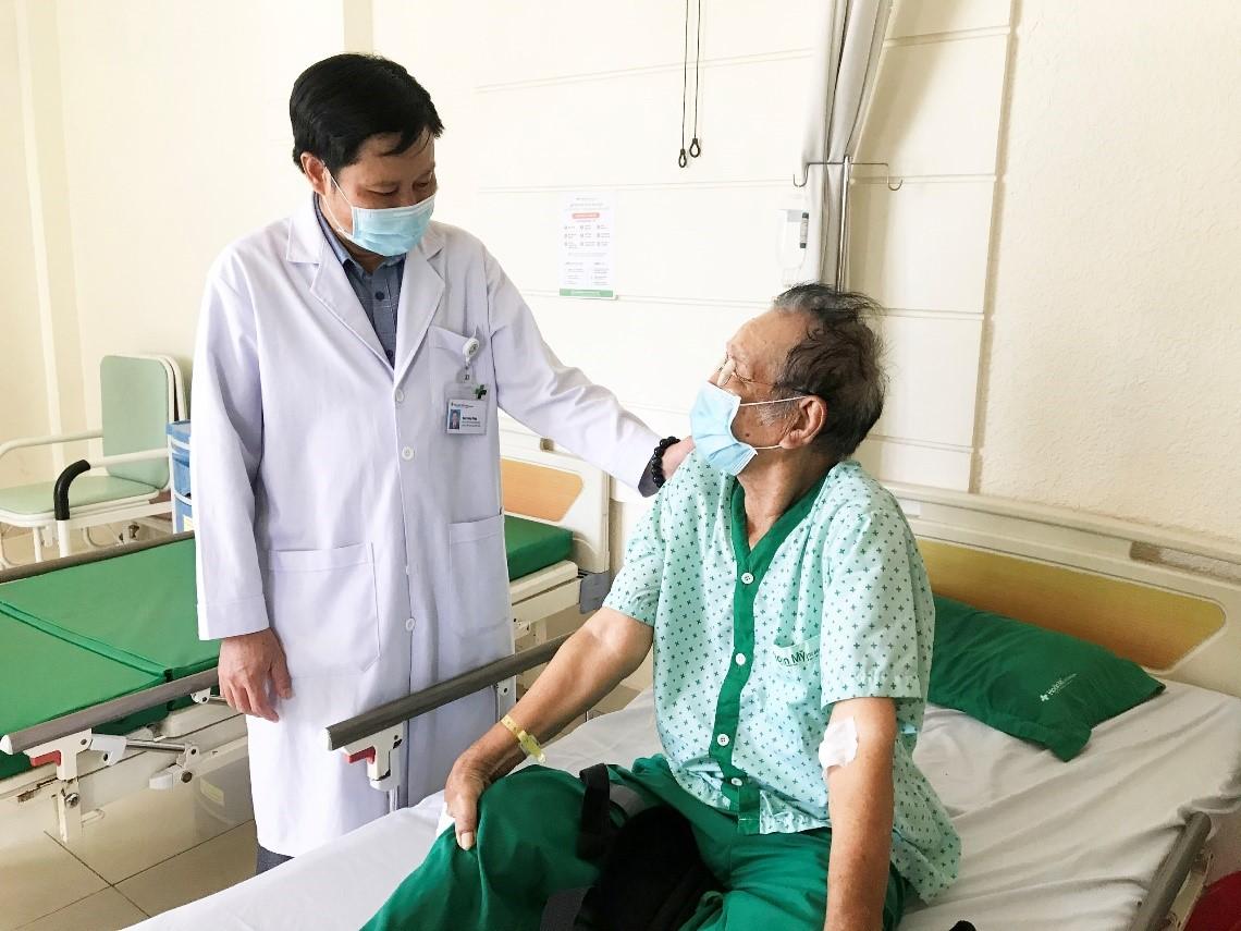 Tai nạn hi hữu khi đang thực hiện nhiệm vụ chống dịch COVID-19  - Ảnh 1.