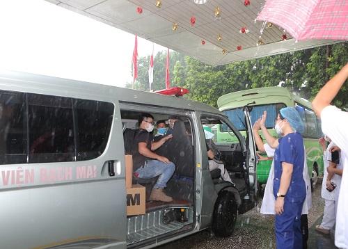 Thầy thuốc Bệnh viện Bạch Mai lên đường vào TP.HCM chống dịch - Ảnh 4.