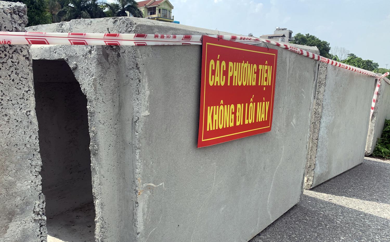 Hà Nội: Dùng thùng container, xe tải, ống cống làm chốt cứng kiểm soát dịch COVID-19 - Ảnh 1.