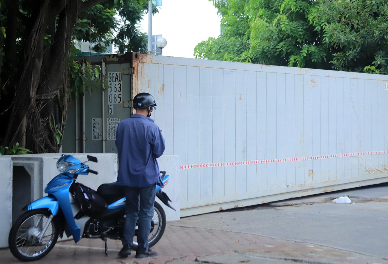 Hà Nội: Dùng thùng container, xe tải, ống cống làm chốt cứng kiểm soát dịch COVID-19 - Ảnh 4.