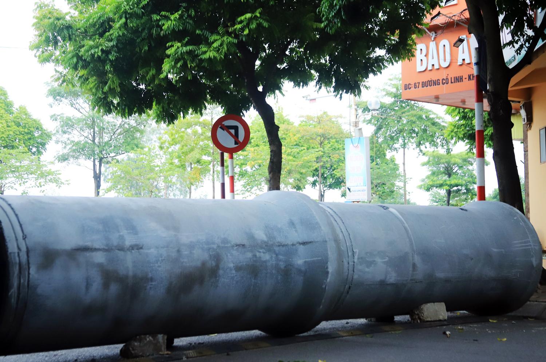 Hà Nội: Dùng thùng container, xe tải, ống cống làm chốt cứng kiểm soát dịch COVID-19 - Ảnh 6.
