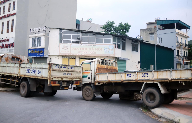 Hà Nội: Dùng thùng container, xe tải, ống cống làm chốt cứng kiểm soát dịch COVID-19 - Ảnh 8.