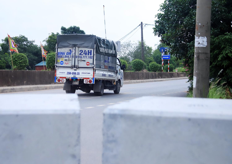 Hà Nội: Dùng thùng container, xe tải, ống cống làm chốt cứng kiểm soát dịch COVID-19 - Ảnh 12.