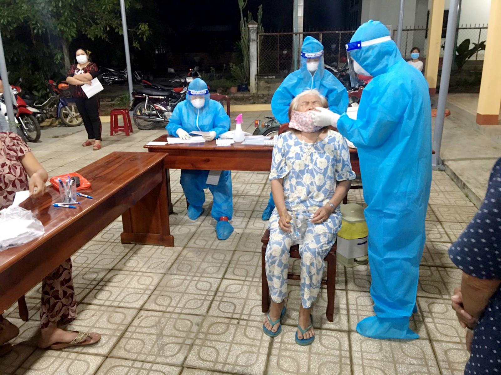 Y tế Diễn biến dịch ngày 21/7: 3556 ca mắc mới tại TP. Hồ Chí Minh trong 24 giờ  - Ảnh 3.